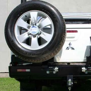 Soporte de rueda izquierda Kaymar para  Mitsubishi L200 + 06 caja corta