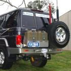 Soporte jerrican doble izquierda/derecha Kaymar para Toyota VDJ / HZJ 76 con aletines