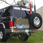 Soporte jerrican doble izquierda Kaymar para Toyota KDJ 150 después de Junio 2011